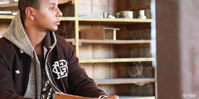 Lhomé : Un rap poétique pour « Dire tout ce qu'il se passe entre le cœur et l'âme »